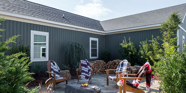 Best Landmark Cedar Inspired Shingles In Pewterwood Are Used On 400 x 300