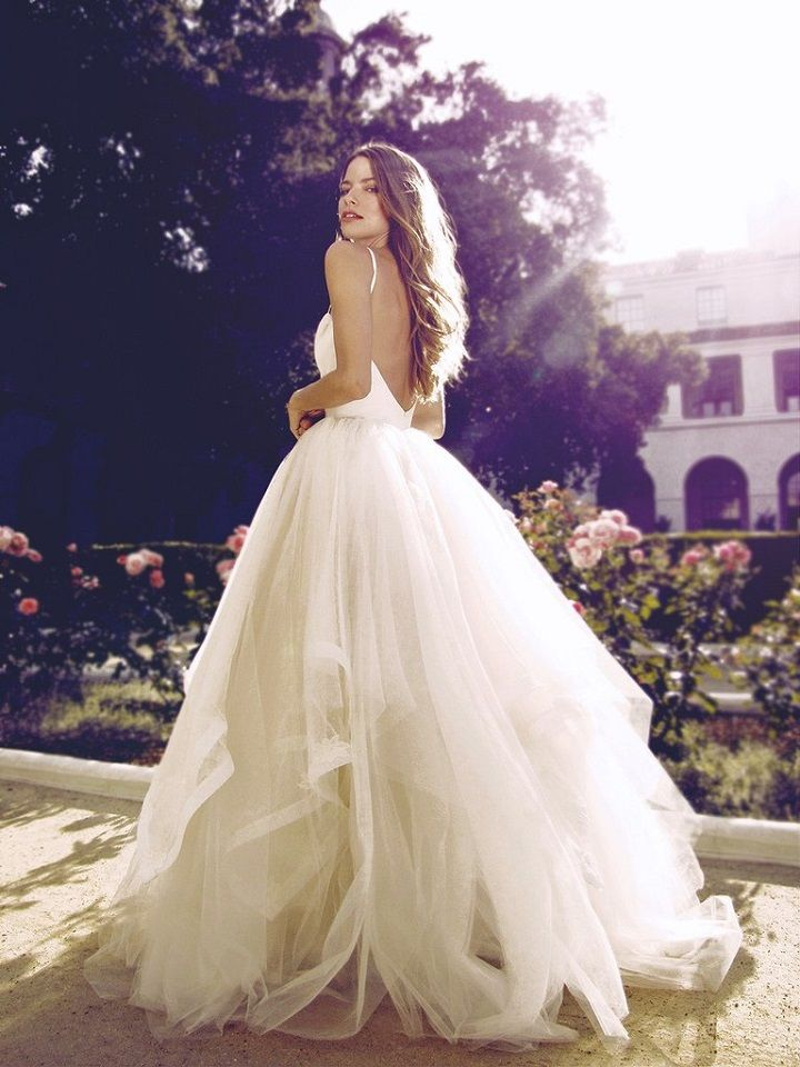 Tulle ball gown silhouette with sweetheart neckline wedding gown #weddinggown #weddingdress #bridaldress #weddingdresses