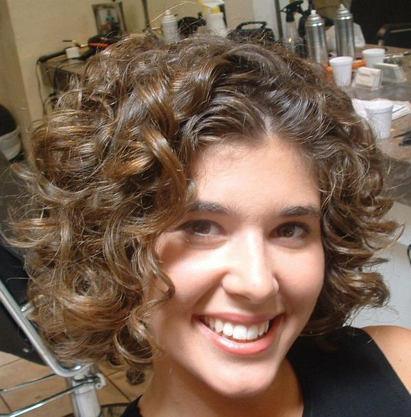 Natural Curly Hairstyles For Round Faces Short Natural Curly Hair Short Permed Hair Curly Hair Styles Naturally