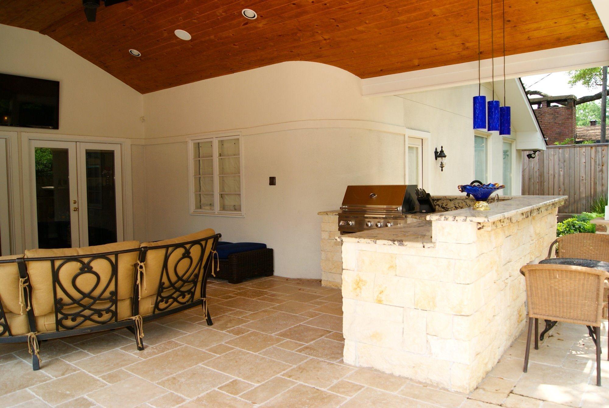 Outdoor Kitchen And Travertine Tile Flooring Patio Flooring Patio Design Travertine Floor Tile