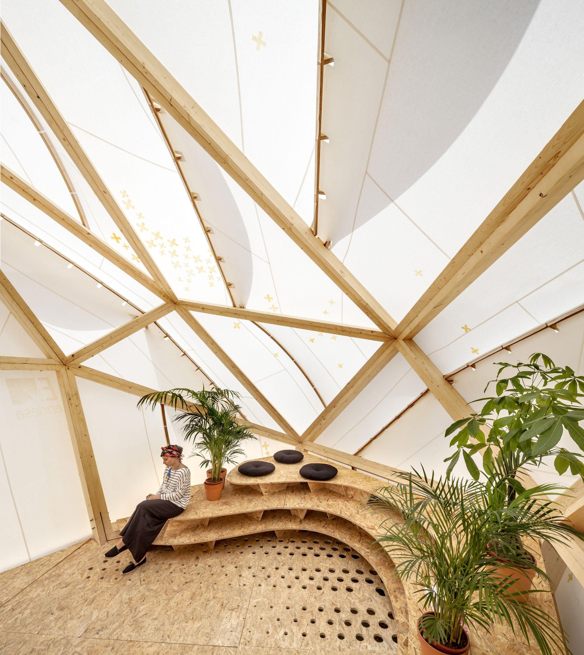 Construido por MARGEN-LAB en Barcelona, Spain El ENDESA WORLD FAB CONDENSER es un prototipo termodinámico, una cúpula bioclimática instalada en la ahora actualment...