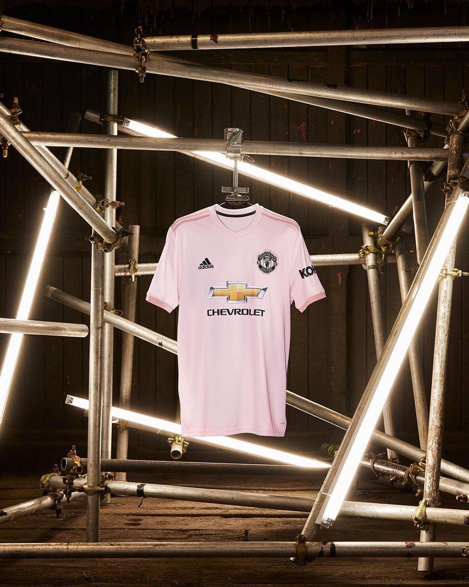64b3ab159 Pink 2018 2019 away jersey