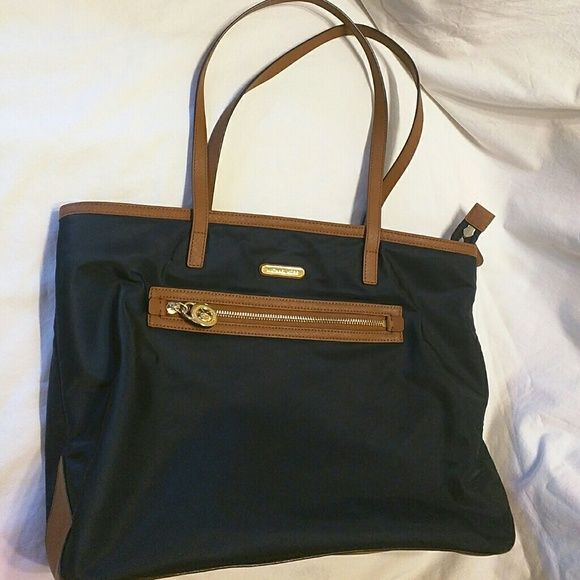 Mk Tote ONLY Today Navy Blue with Brown trims Pre loved ink stain Inside  Some pre. Finiture MarroniMarrone BluBlu MarinoMacchie Di InchiostroBorse  Michael ...