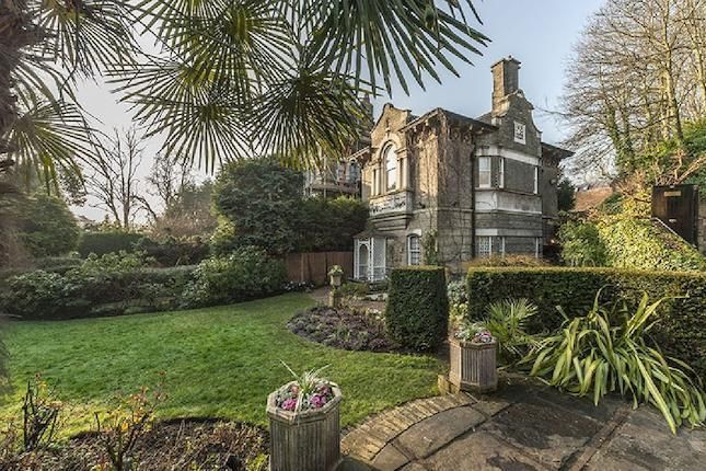 - 3 bedrooms   in Cannon Lane, Hampstead Village