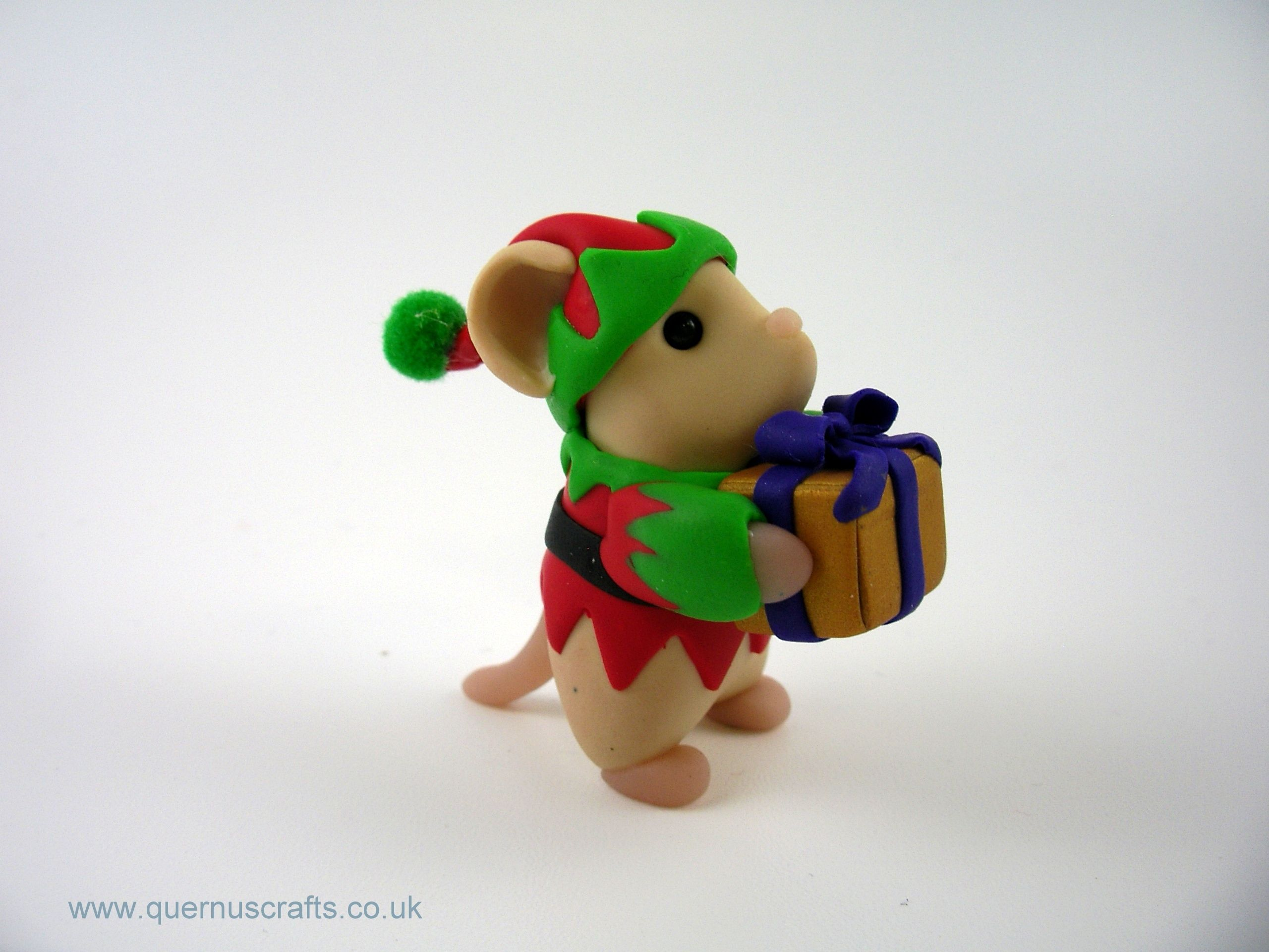 Little Elf Mouse with Gift | polymer clay | Pinterest