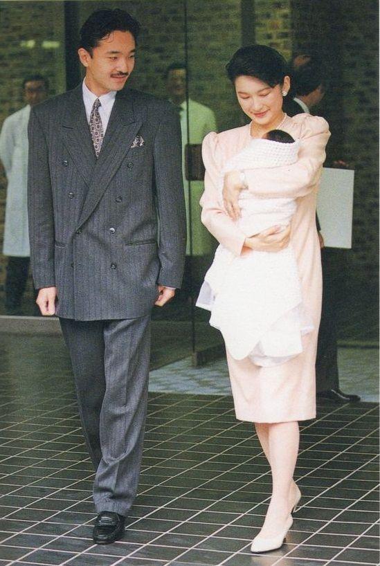 眞子さまの出産で退院される紀子様と秋篠宮様