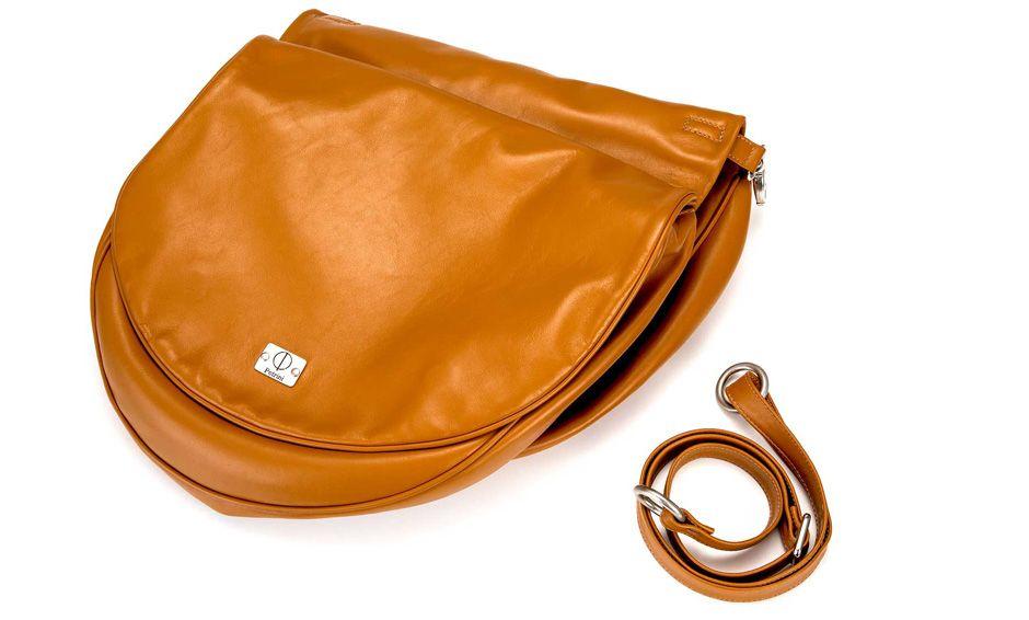 Le bici elettriche Stella possono essere personalizzate con diversi accessori, fra cui sella e maniglie, faro vintage, borsone asportabile, lucchetto.