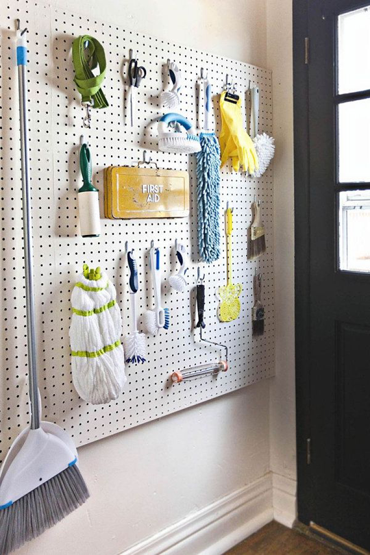 10 more clever things to do with pegboard panneau perfor rangement buanderie et entretien. Black Bedroom Furniture Sets. Home Design Ideas