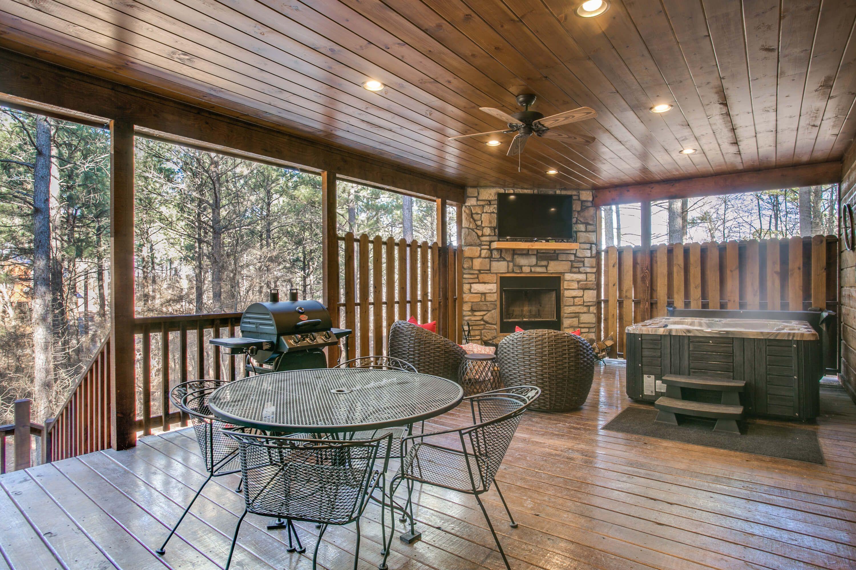 Woodland Escape Luxury 1 Bedroom Cabin In Broken Bow Pet Friendly Luxury Cabin Luxurious Bedrooms Cabin