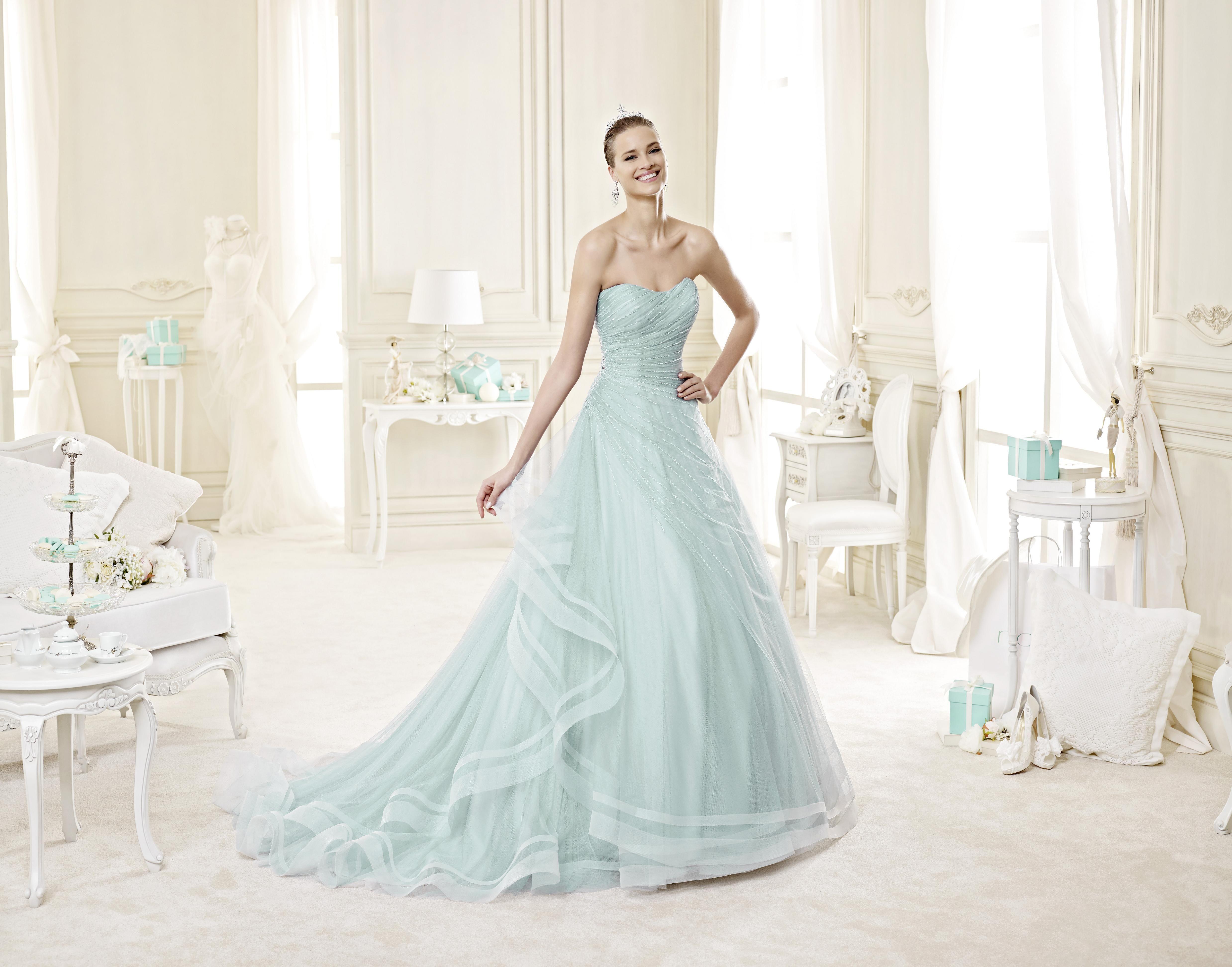 56379a049b93 E se l abito da sposa fosse color azzurro  tiffany   abitodasposa   matrimonio