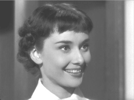 Roman Holiday 07 Free For A Haircut Audrey Hepburn Hair Audrey Hepburn Roman Holiday Audrey Hepburn Photos