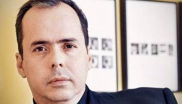 Consultor venezolano asegura que Cristina usa a Néstor como Maduro a Chávez
