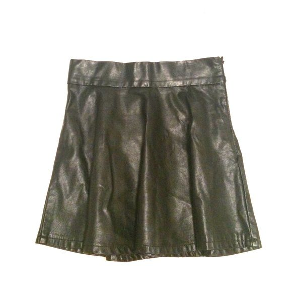 Romwe Faux Leather Skater Skirt Romwe Faux Leather Skater Skirt Size Small ROMWE Skirts Circle & Skater