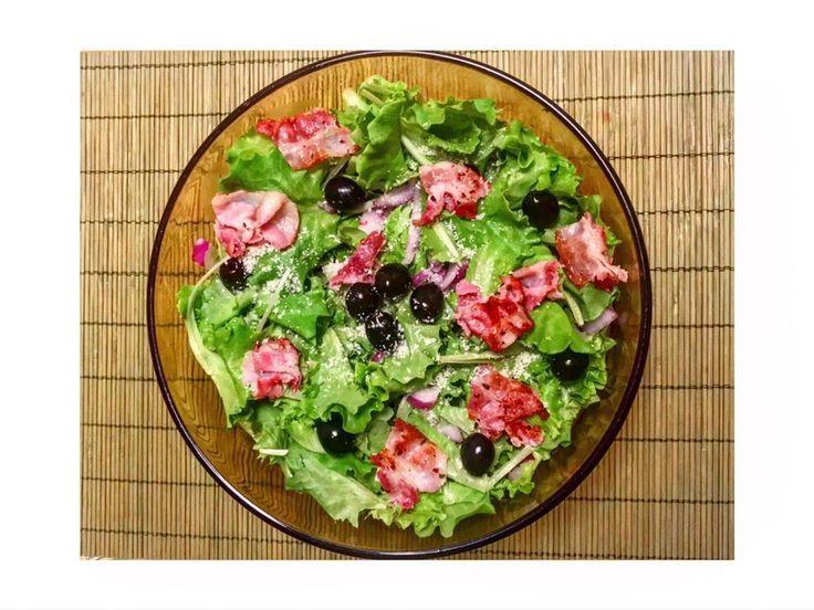 Insalata verde olive nere nere ~ pancetta caramellata ~ Cipolla di Tropea e uno spol ...   - foodoftheday -