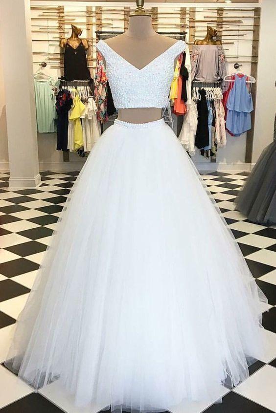 Ballkleid zweiteilig mit V-Ausschnitt Tüll weiß lange Ballkleider mit Perlen, formale Abendkleider   – dresses + formalwear