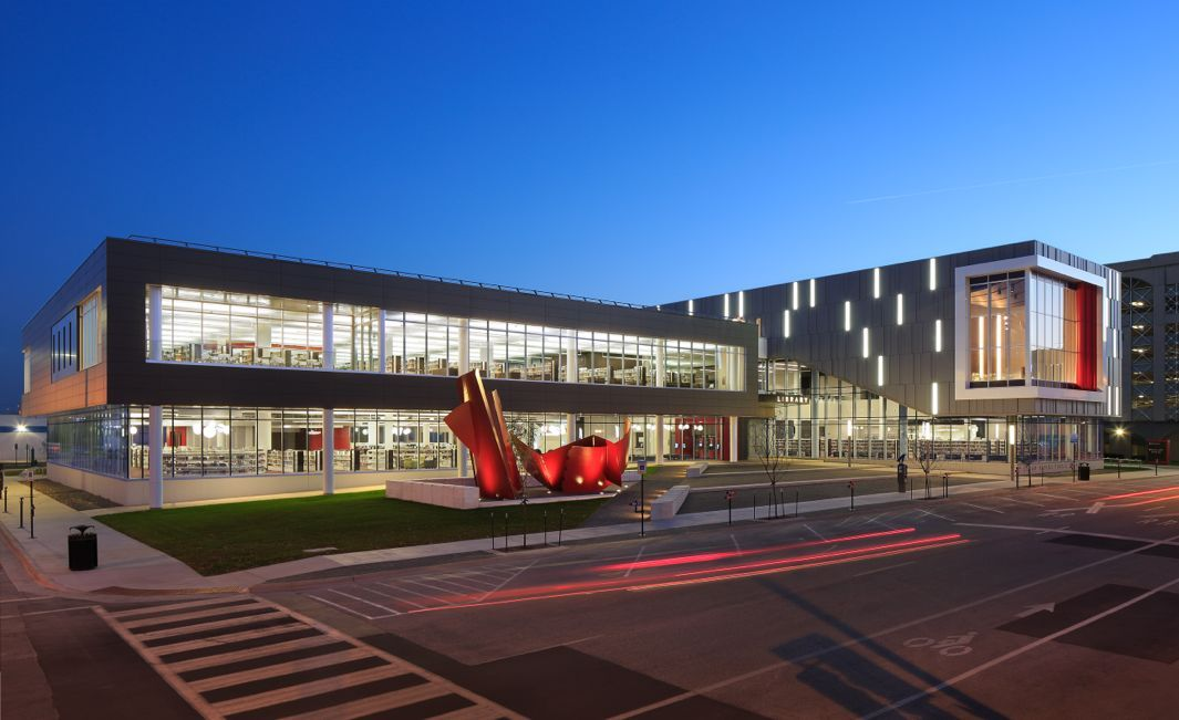 These Award Winning Libraries Show How The Community Hubs Will Survive In The Digital Age Public Library Design Library Architecture Modern Library