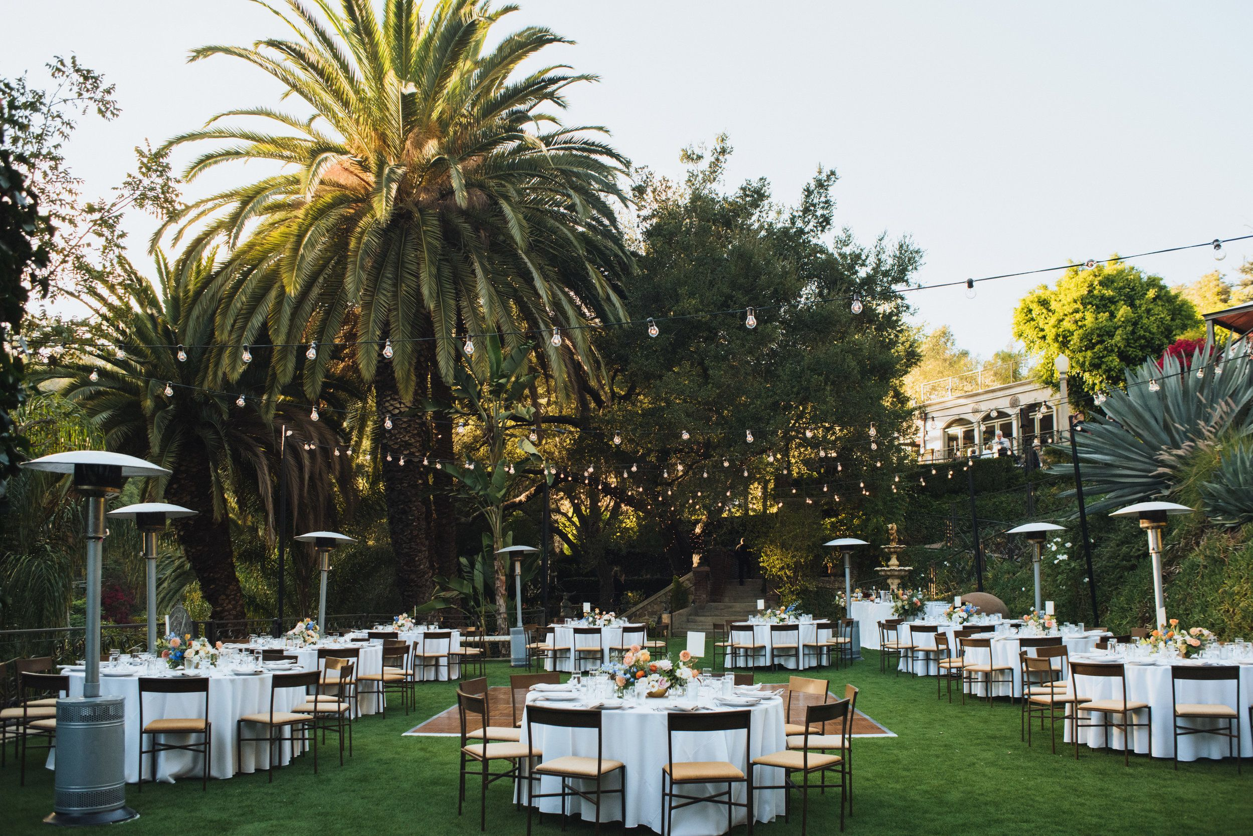 Romantic Outdoor Wedding Reception With Round Tables At The Houdini Estate Houdini Mansion California Wedding Venues Romantic Outdoor Wedding Outdoor Wedding