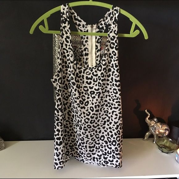 Black and white leopard print tank Racer back with gold zipper. Tag has been cut because it stuck out the back. Size medium. Flowy tank. Higher in front, longer I back. Perfect for summer! Forever 21 Tops Tank Tops
