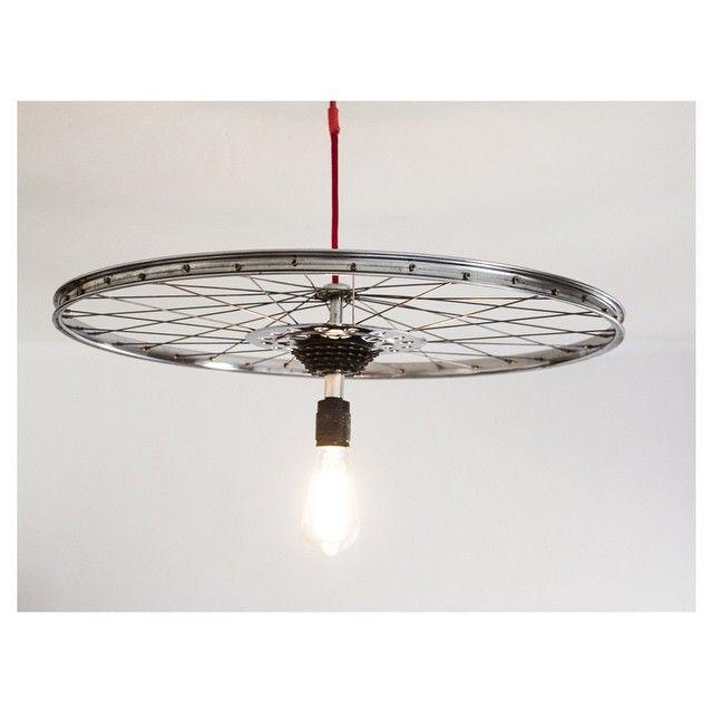 """Presentamos nuestra lámpara """"rot"""" una combinación de piezas vintage. Por encargo en diferentes medidas, colores y bombillas  #waltermatrakasbikes #lamp #lampara #diseño #design #reutiliza #bikefurniture"""