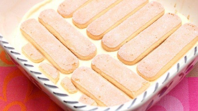 Dessert mit Pfirsichen, Löffelbiskuit und Quark-Joghurtcreme - Rezept