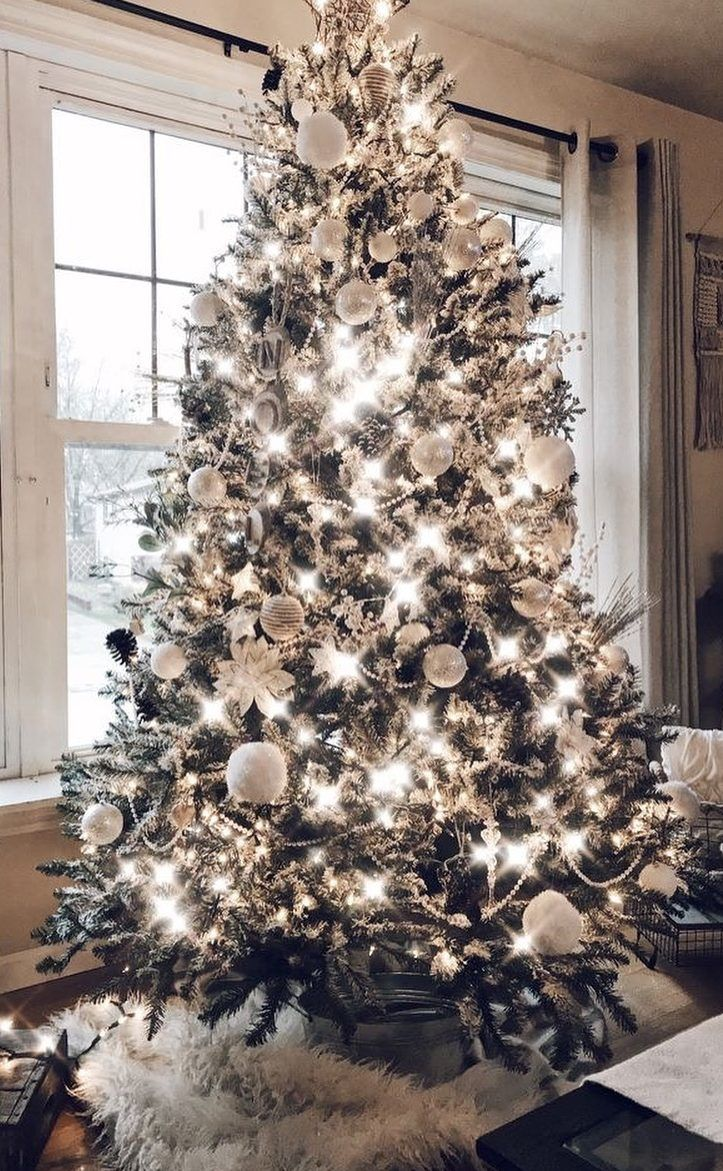 40 Awesome Christmas Tree Decoration Ideas For New Year 2019 Ladiesways Com Women Hairstyles Blog Christmas Decorations Christmas Tree Decorations Silver Christmas