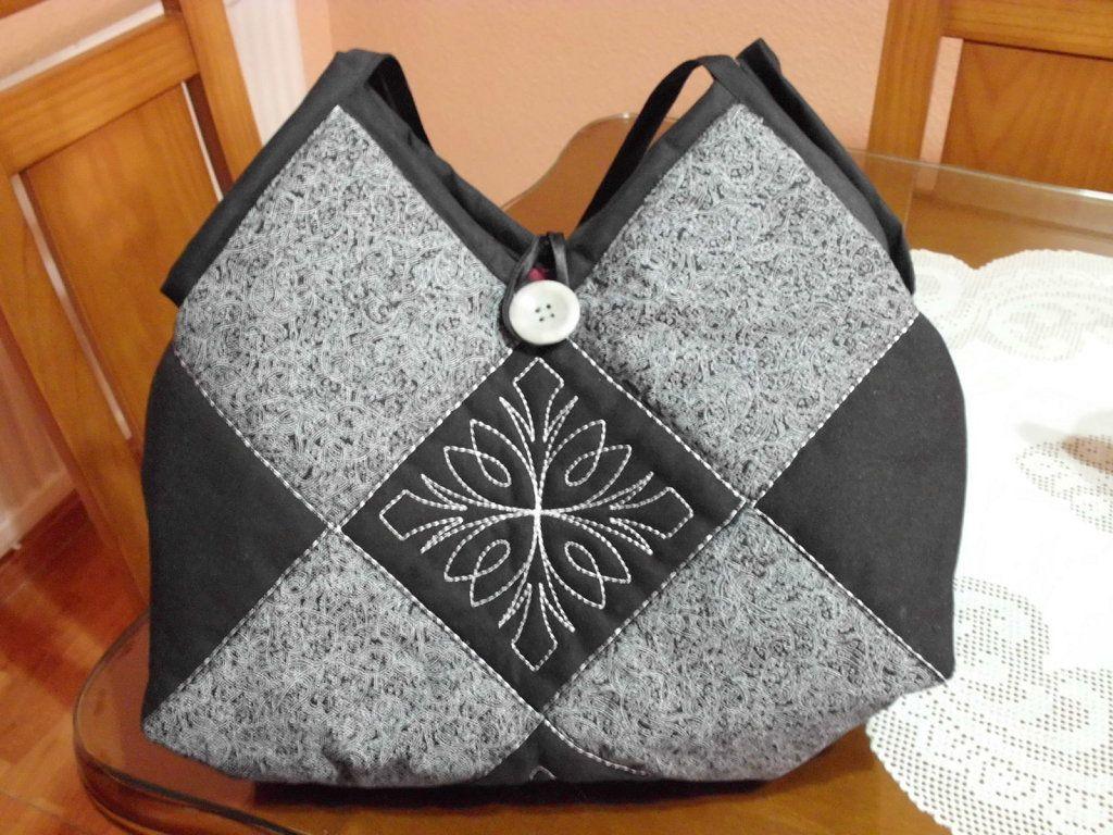 Bolsos de patchwork 3 aprender manualidades es - Manualidades patchwork bolsos ...