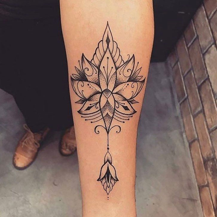 Tatouage de femme des id es pour trouver le tatouage id al tatouage de femme jolis - Mandala tatouage femme ...