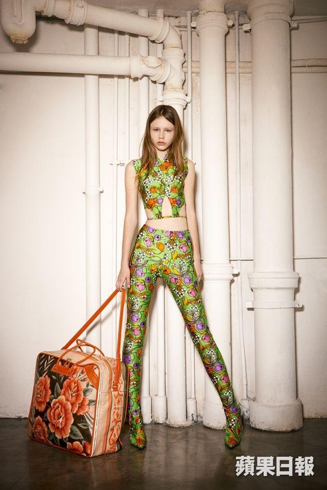 Balenciaga上季由Demna Gvasalia領軍後,製造了不少噱頭與新潮流,春夏系列將焦點...