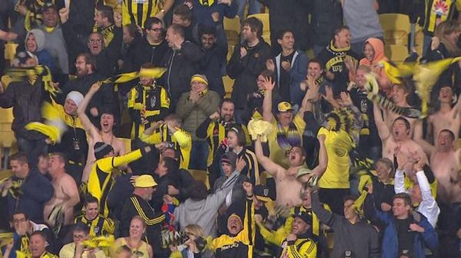 Two games, 12 goals in Friday Night Football – and none more exciting than the 90+ minute effort from Kenny Cunningham that gave Wellington Phoenix the lead after being 0-2 down at the break, delighting both the rugged-up and non-rugged-up Yellow Fever fans. 18.04.15