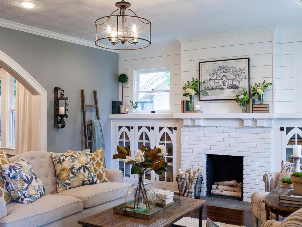 Fixer Upper Brick Cottage For Baylor Grads Hgtv S Fixer Upper With Chip And Joanna Gain Fixer Upper Living Room Living Room Lighting Living Room On A Budget