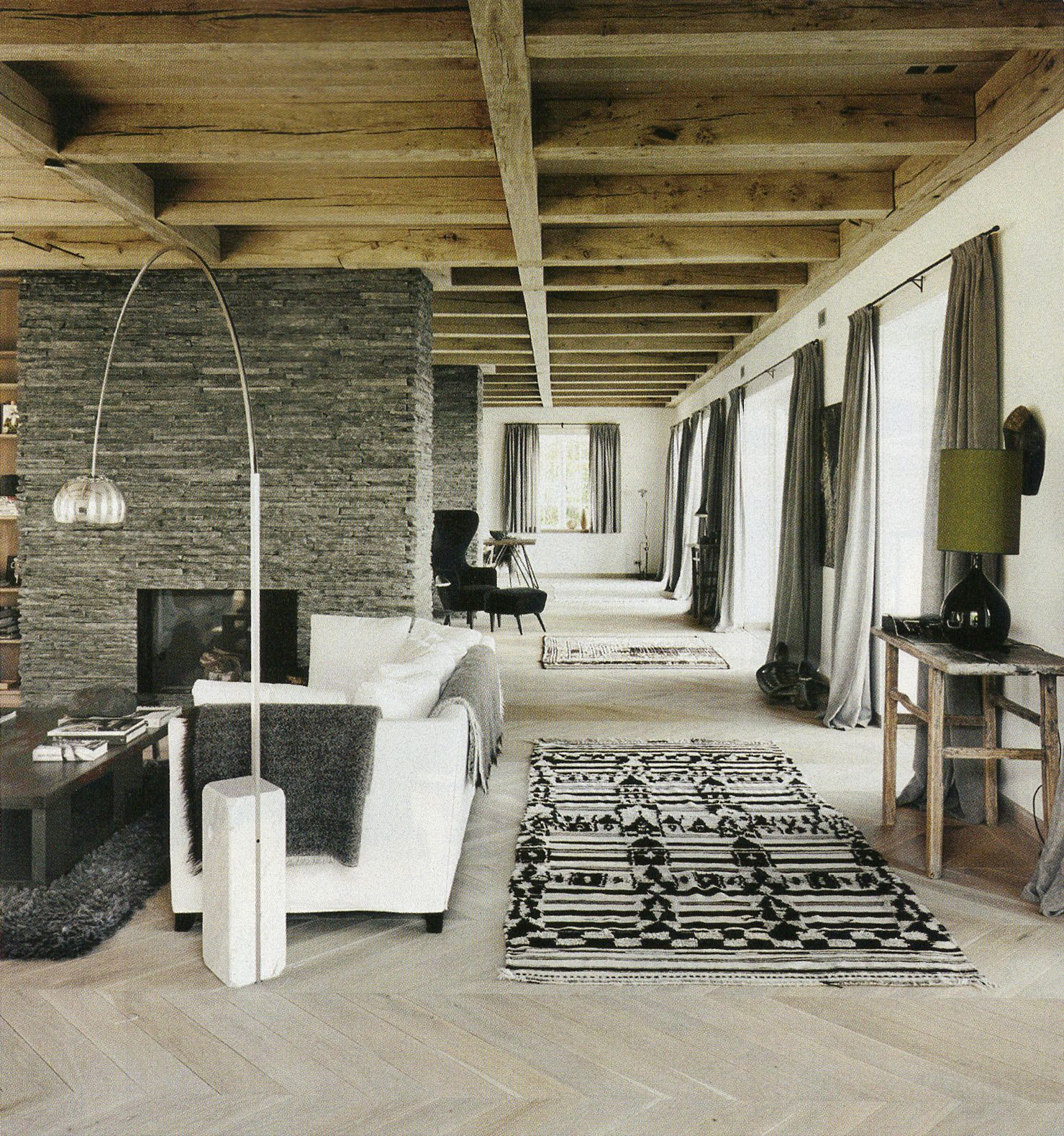 Soho By The Sea Elle Decor Anita Heske And Ole Damm Photo Wichmann Bendtsen Rugs In Living Room White Furniture Living Room Living Room Grey