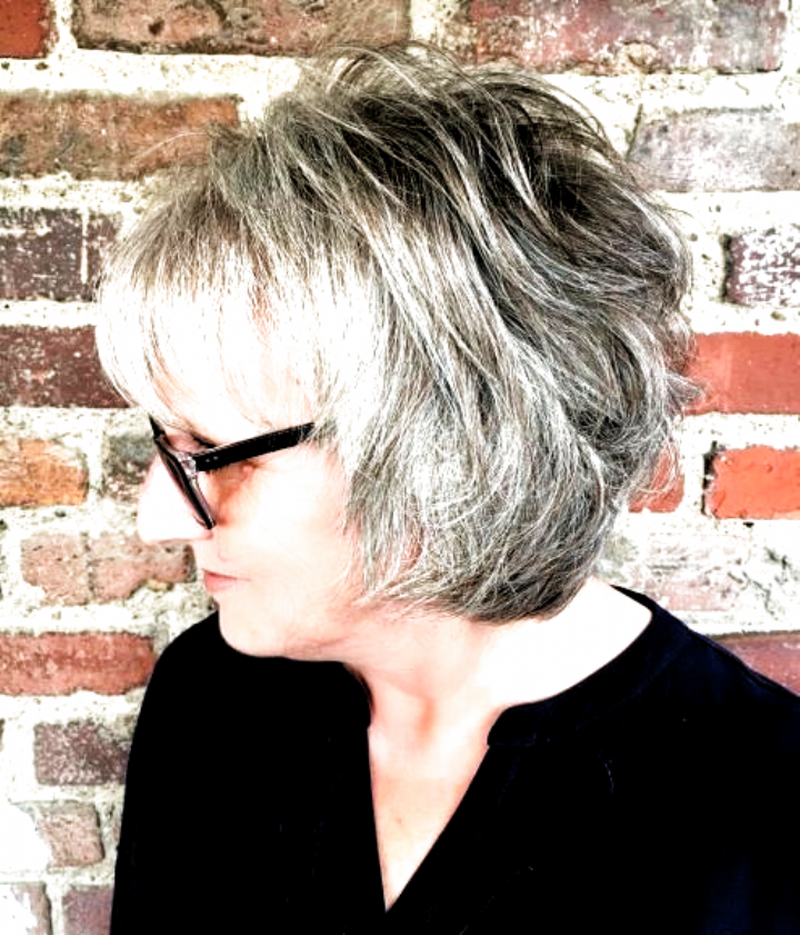 Feathered Salt And Pepper Bob For Older Women #hairstyles to make