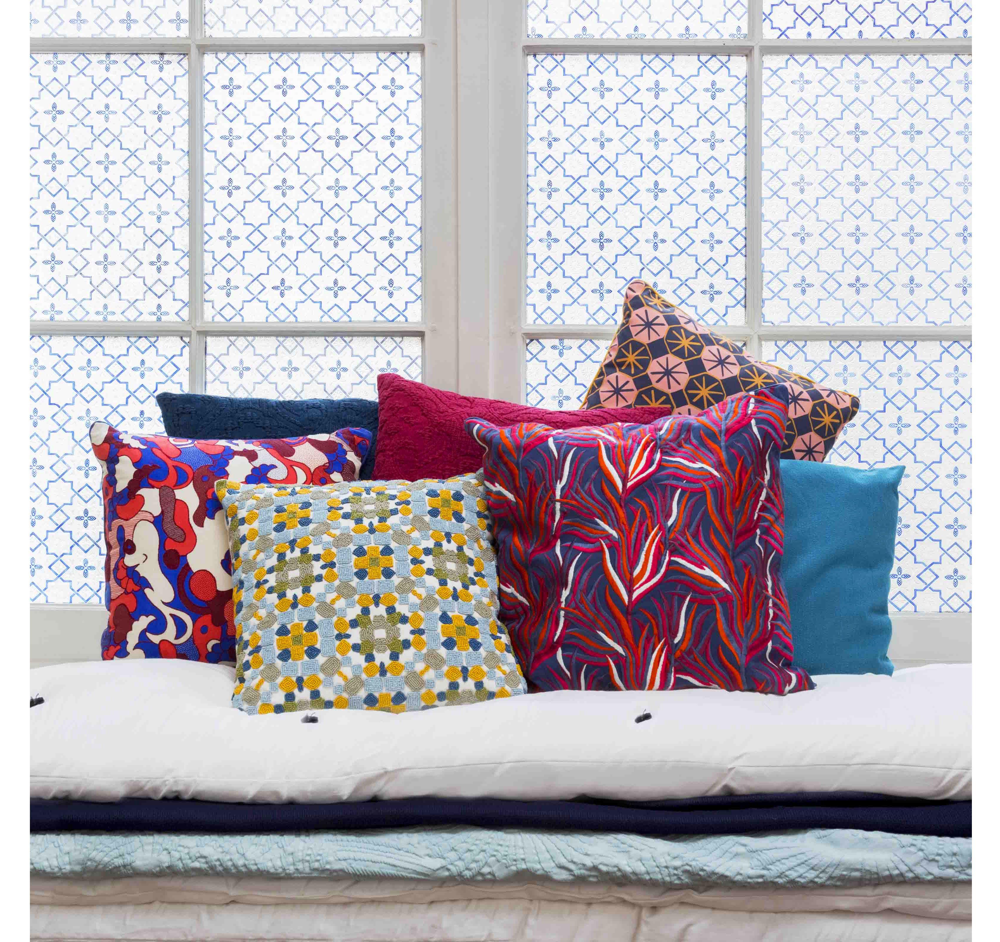 Habitat Design Les Coussins Habitat Aux Motifs Geometrique Colores Sont De Vrais Oeuvre D Art De Quoi Rechauffer V Coussin Habitat Coussin Imprime Coussin