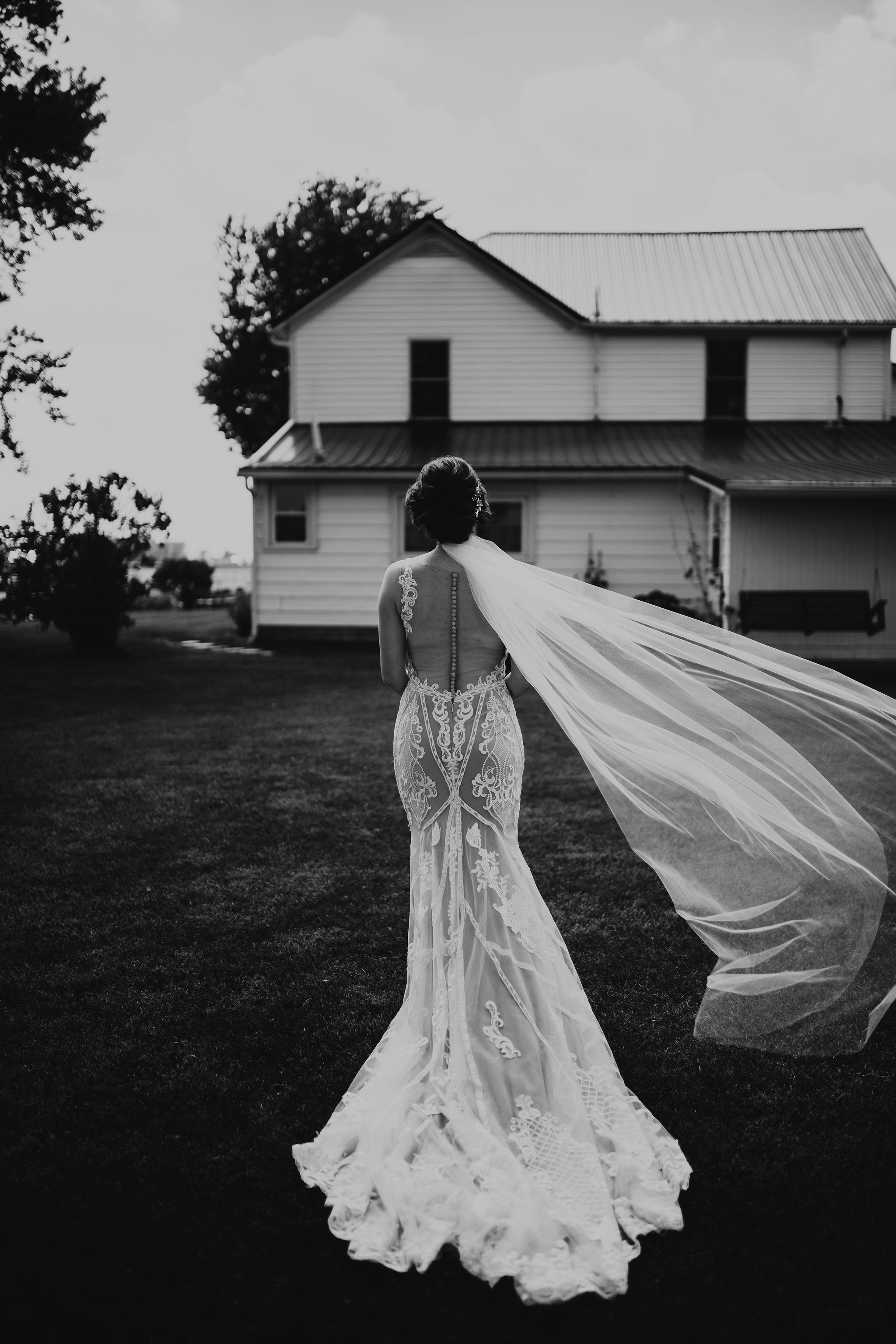 Dayton Ohio Wedding Photography Videography By Christina Amp Jeremiah In 2020 Wedding Barn Wedding Photos Wedding Photography And Videography