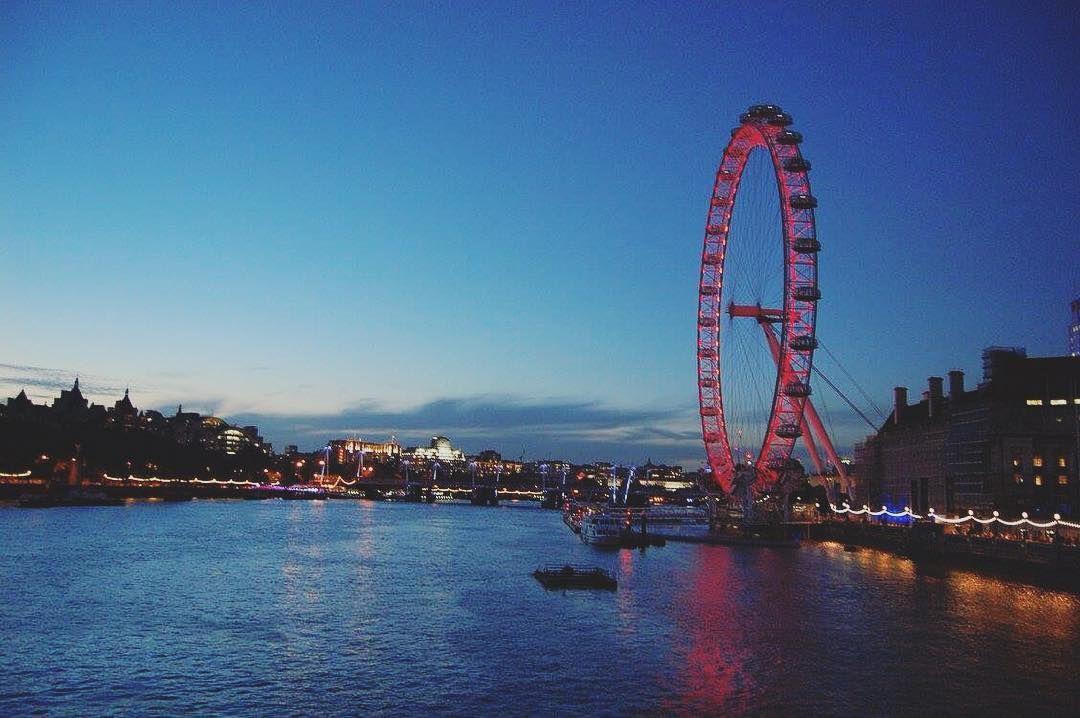 London calling  #London #Londoneye #England #UK #memories #trip #travel #experience #love #Tamigi #river #bridge #colors #lights #magic #nights #summer #sky #landscape #beautiful #awesome #wonderful #pic #nofiler #nofilterneeded #followme by sarabuttironi