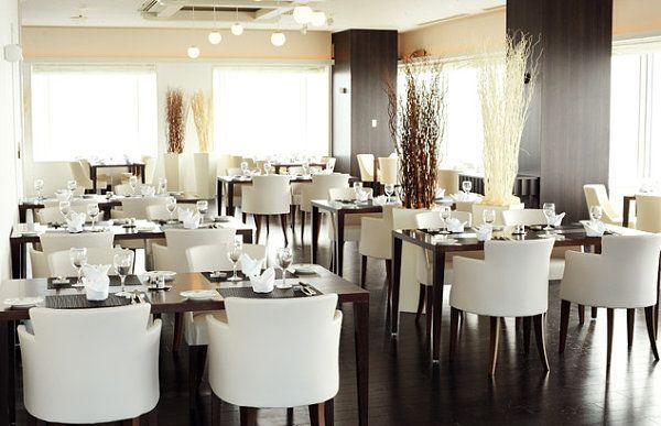 Fancy White Plush Restaurant Chairs Luxury Restourant Interior