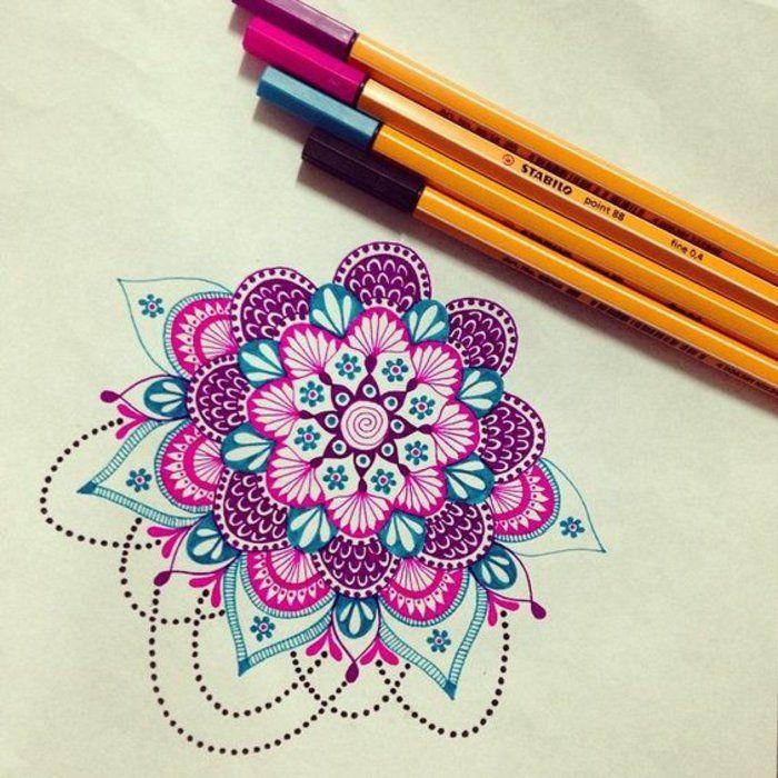 Eine Mandalaahnliche Zeichnung Mit Intensiven Violetten Und Blauen Farben Viele Kleine Punkte Gelblic Mandala Malen Anleitung Mandala Gemalde Zentangle Kunst