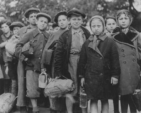 Polish Jewish children, part of Brihah—the flight from Europe—en ...