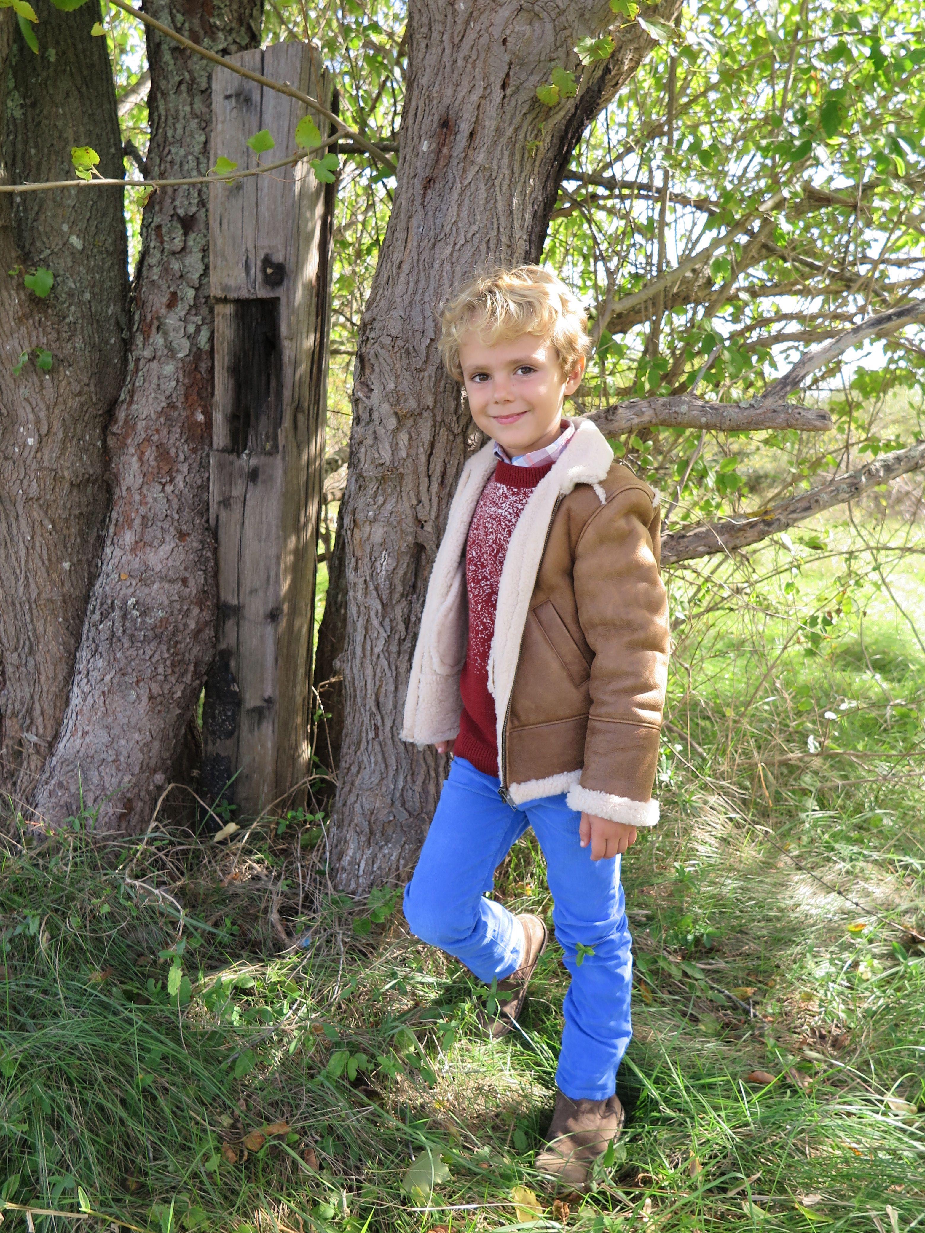 Le look #190 #Coffee #SheepskinJacket: @Bonpoint #Terracotta #MerinoSweater: @bonpoint #PlaidShirt: @jcrew #CorduroyPants: @jcrew Never Cold: www.lesnominettes.com