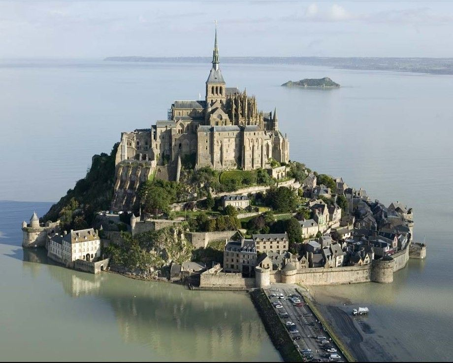 The Mont St Michel Castle Is Situated On A Granite Outcropping On The Normandy Coast Of France During High Tide The Island Is Almost Comple Steder Kyst Slott