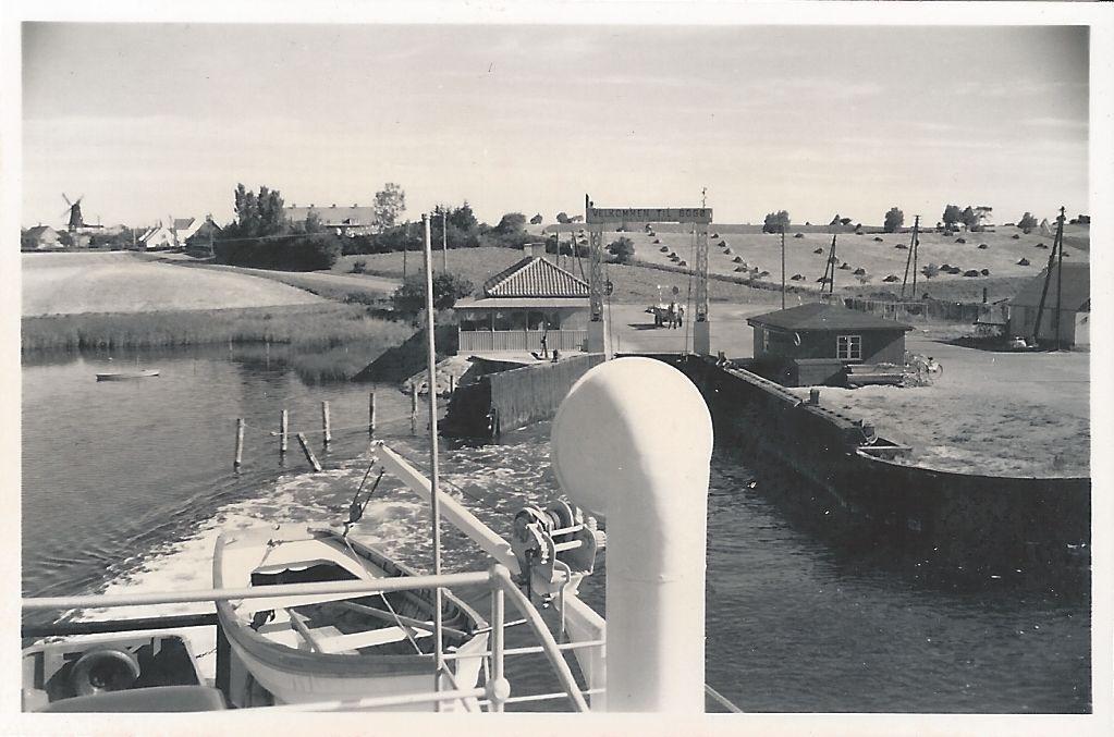 HAK I VESTRE MOLEKANT. På Leo Sørensens billede fra 1959 ses den dengang eksisterende runding ved hakket i  molen. Fra Mia Gerdrups arkiv.
