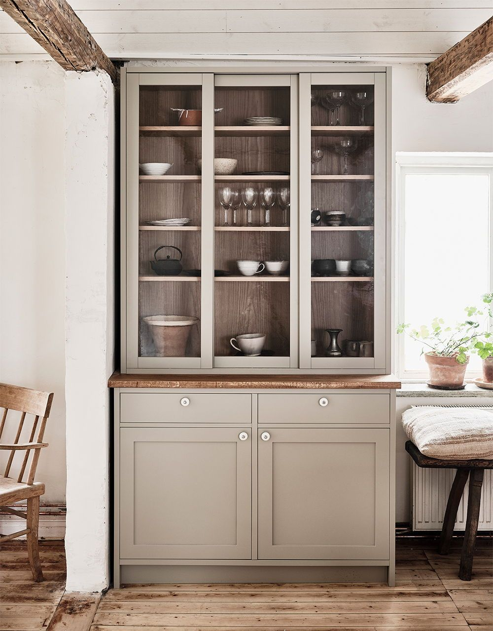 Nordiska Kok Farmhouse Kitchen For Ellen Dixdotter On Osterlen Heart Of The Home Is The Bespoke Shaker Kitchen With De Koksdesigner Koksdesign Bondgardskok