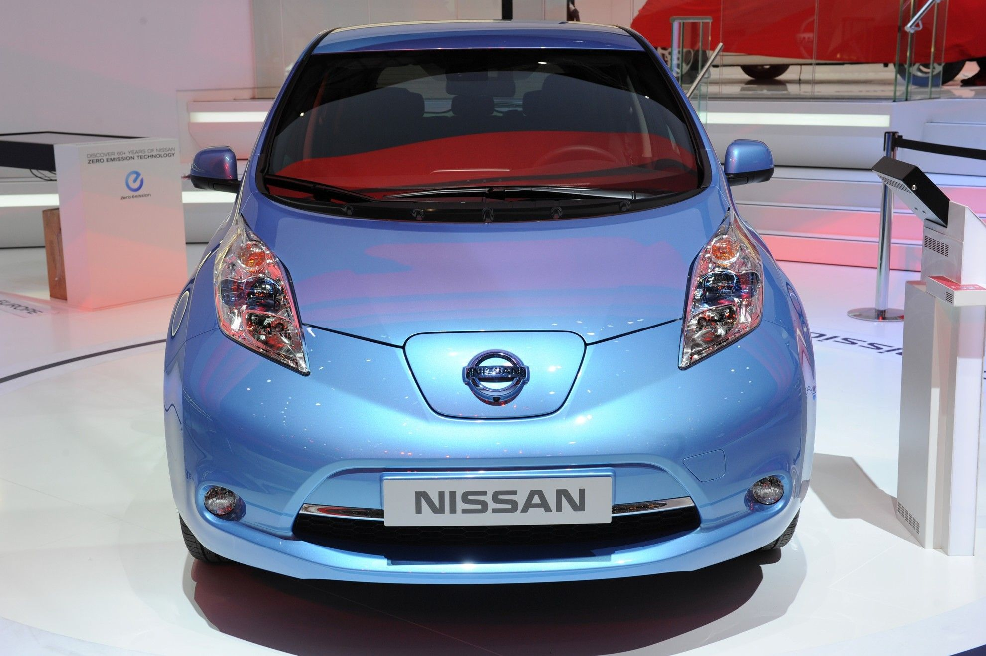 THE NEW NISSAN LEAF ARRIVES AT THE GENEVA MOTOR SHOW 2013
