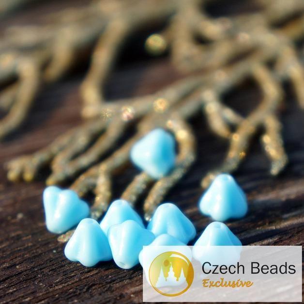 Böhmische Glasperlen - Baby Blue Kleinen Bell Flower Tschechische Perlen - ein Designerstück von CzechBeadsExclusive bei DaWanda
