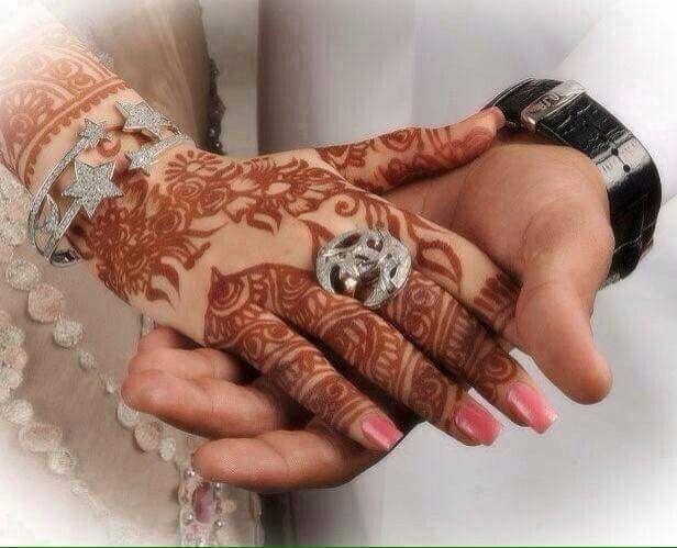 Mehndi Hands Couple : Pin by 💟રΘώλɴ 💟 💟κħλιεɖ on حناء بنات couple