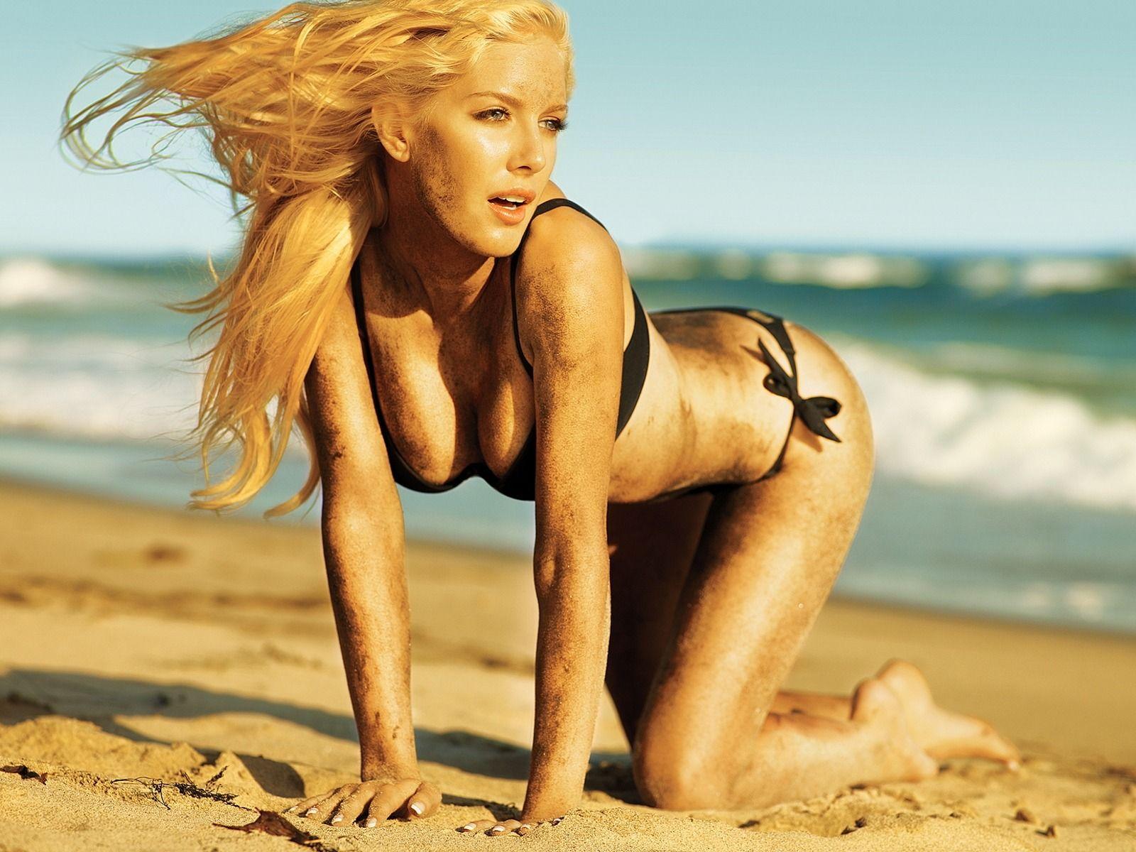 naked-girl-play-boy-vagiina-nude-seductive-kiss