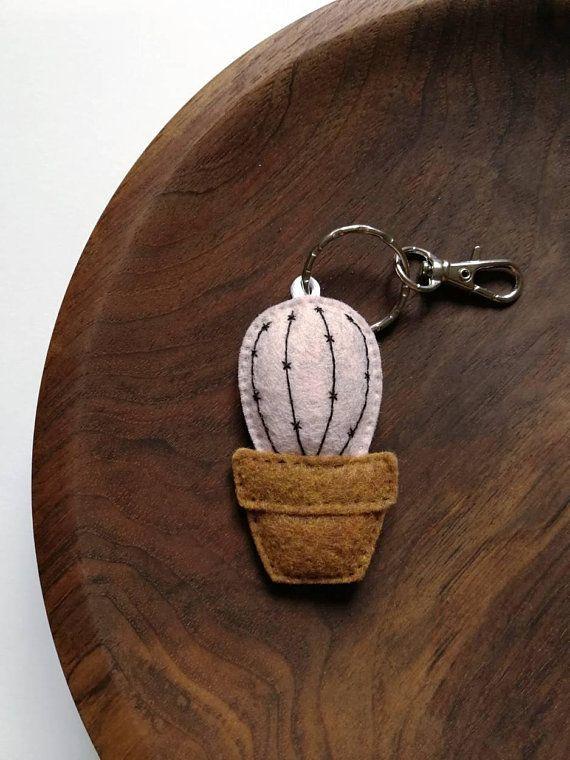 mini cactus porte cl s cr me glac e fraise pastel feutrine. Black Bedroom Furniture Sets. Home Design Ideas