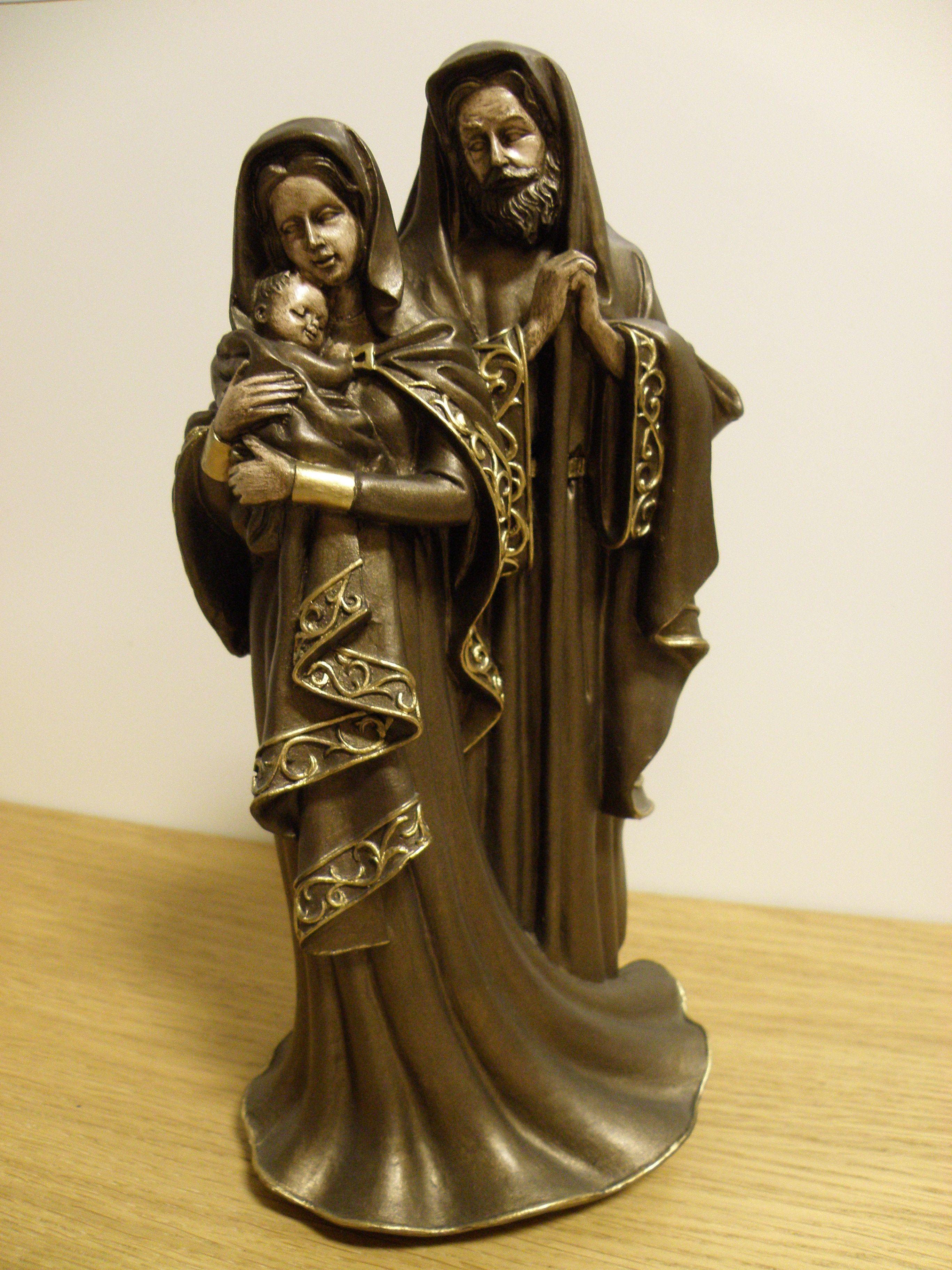 b66956e49d8 Sagrada familia (marmolina) pintada com patina.
