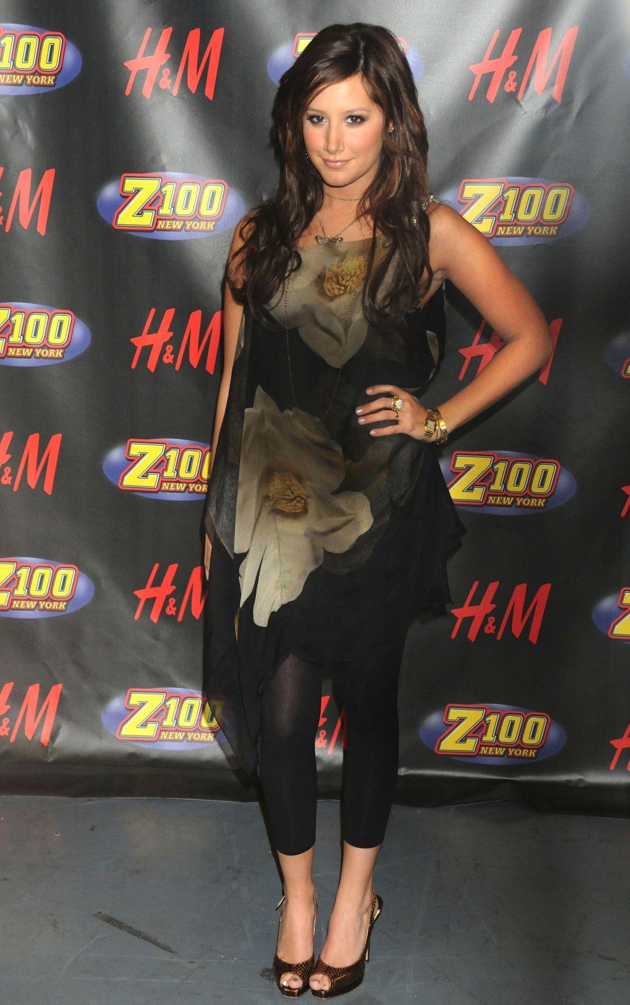 Ashley Tisdale in leggings