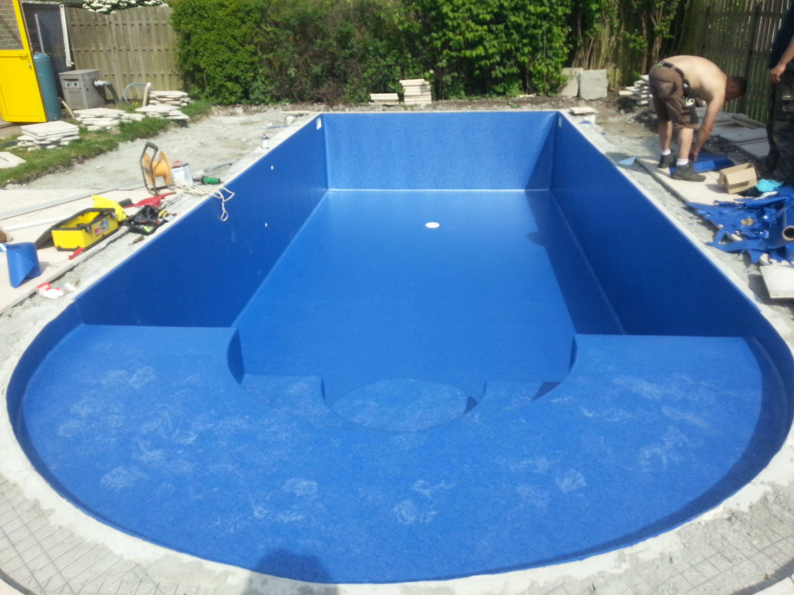 Renovatie zwembad met elbe marble bleu na het plaatsen van for Renovatie zwembad